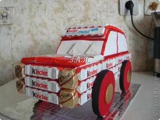 Машина из конфет. фото 5