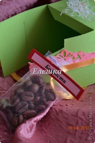 Вот такой радостный и разноцветный тортик родился у меня для подарка на ДР... Бывшая одноклассница  попросила, что-то не ординарное. Я излазила интернет и наткнулась вот на это творение http://vk.com/feed?section=photos&z=photo-38236220_282647777%2Ffeed1_29105029_1336846100 . ВДОХНОВИЛАСЬ, переработала идею и сотворила) 12 кусочков - 12 пожеланий... фото 8