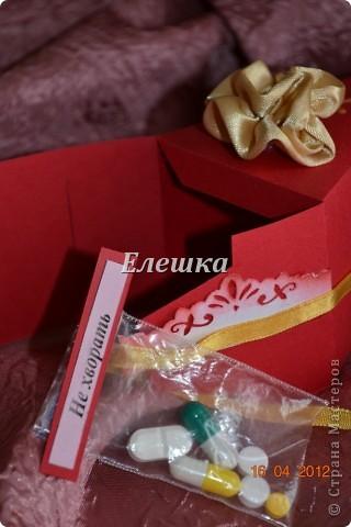 Вот такой радостный и разноцветный тортик родился у меня для подарка на ДР... Бывшая одноклассница  попросила, что-то не ординарное. Я излазила интернет и наткнулась вот на это творение http://vk.com/feed?section=photos&z=photo-38236220_282647777%2Ffeed1_29105029_1336846100 . ВДОХНОВИЛАСЬ, переработала идею и сотворила) 12 кусочков - 12 пожеланий... фото 9