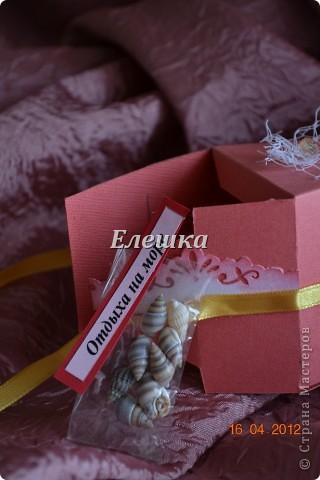 Вот такой радостный и разноцветный тортик родился у меня для подарка на ДР... Бывшая одноклассница  попросила, что-то не ординарное. Я излазила интернет и наткнулась вот на это творение http://vk.com/feed?section=photos&z=photo-38236220_282647777%2Ffeed1_29105029_1336846100 . ВДОХНОВИЛАСЬ, переработала идею и сотворила) 12 кусочков - 12 пожеланий... фото 10