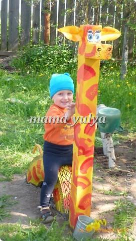 Вот такой жираф поселился в нашем саду. И глаз радует, и прокатить может)))  И летом самое ТО - прохладная тень от старых яблонь.... фото 3