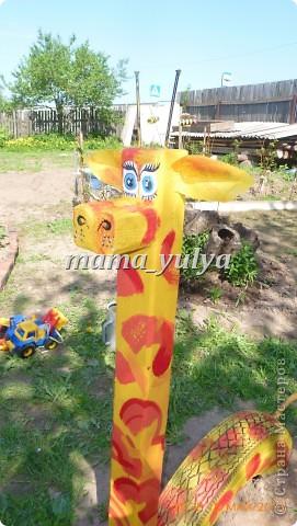 Вот такой жираф поселился в нашем саду. И глаз радует, и прокатить может)))  И летом самое ТО - прохладная тень от старых яблонь.... фото 2