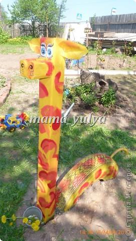 Вот такой жираф поселился в нашем саду. И глаз радует, и прокатить может)))  И летом самое ТО - прохладная тень от старых яблонь.... фото 1