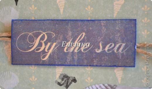 Подружка попросила придумать сувенирчик для ее друга - моряка дальнего плавания. Ну вот собственно, что у меня получилось) Мини-альбом на 10 стандартных фотографий 10*15... Оценивайте) фото 12