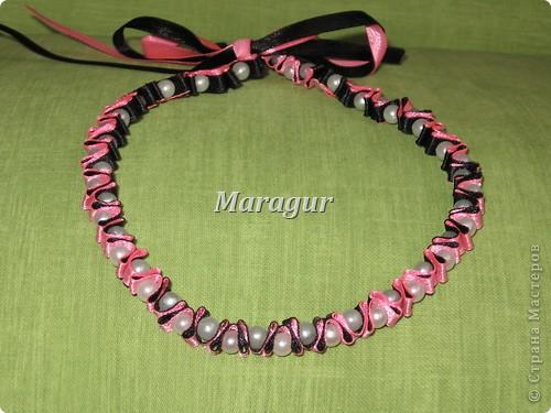Сделала для себя, под джемперочек. Бусики носить можно в 2-х вариантах - либо розовый, либо черный)) фото 1