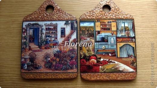 Сотворились у меня вот такие досочки для украшения кухни. Люблю творчество Джанет Крускамп. Слева досочка с распечаткой,справа-с декупажной картой,на ней оттенки теплее. фото 1