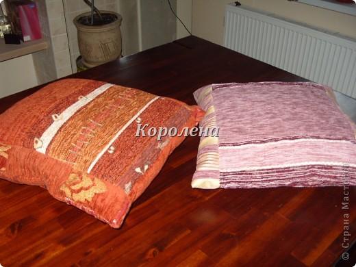 Всё было подобрано из небольших образцов ткани, которые подарили друзья, теперь обшиваю всех, очередь выстраивается, а ткани меньше не становится... фото 2