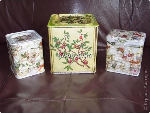 Металлические баночки из под английского чая, разных цветов, решила обновить...