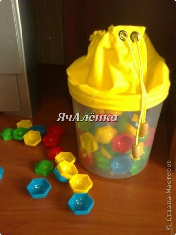 Вот такие баночки у меня народились!:) Зелененькая и розовенькая идут в подарок,для любимых племяшек.Желтенькая остается моим мальчикам,как хранительница мозаики,надеюсь и у неё вскоре появится пара!Тут есть МК http://www.liveinternet.ru/users/3913374/post220141103/  правда я немножко отступила,и вместо пластиковых бутылок использовала банки из под сахарной ваты!Итак,смотрим ниже:)) фото 6