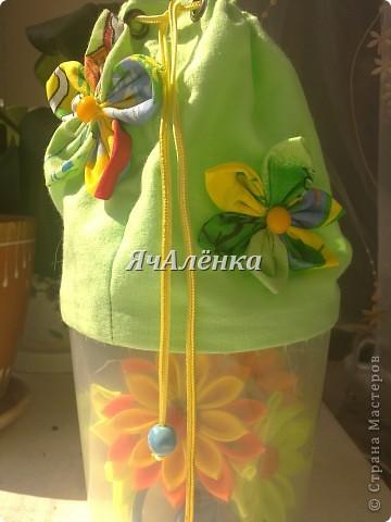 Вот такие баночки у меня народились!:) Зелененькая и розовенькая идут в подарок,для любимых племяшек.Желтенькая остается моим мальчикам,как хранительница мозаики,надеюсь и у неё вскоре появится пара!Тут есть МК http://www.liveinternet.ru/users/3913374/post220141103/  правда я немножко отступила,и вместо пластиковых бутылок использовала банки из под сахарной ваты!Итак,смотрим ниже:)) фото 8