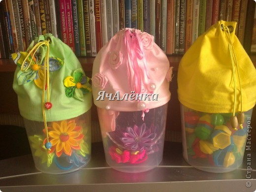 Вот такие баночки у меня народились!:) Зелененькая и розовенькая идут в подарок,для любимых племяшек.Желтенькая остается моим мальчикам,как хранительница мозаики,надеюсь и у неё вскоре появится пара!Тут есть МК http://www.liveinternet.ru/users/3913374/post220141103/  правда я немножко отступила,и вместо пластиковых бутылок использовала банки из под сахарной ваты!Итак,смотрим ниже:)) фото 1
