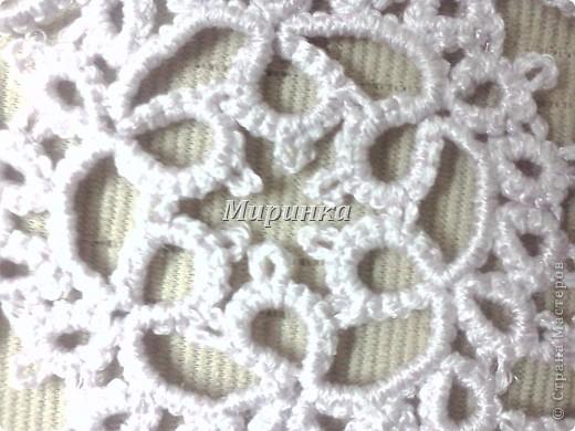 Это небольшая, но очень красивая салфеточка-звёздочка, плетётся довольно быстро. фото 2