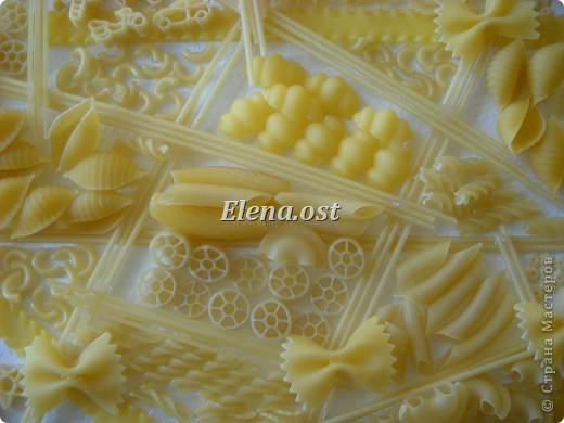 """Готовясь ко Дню рождения макарон http://stranamasterov.ru/node/374242?k=all&u=9321, я закупила различные виды этого прекрасного продукта. 11 сентября непременно готовим блюда из макарон.  Предлагаю приготовить вкусное и оригинальное блюдо: """"Фаршированные макароны"""". Для этого нам понадобятся: """"гигантская ракушка"""" - 200 г, фарш мясной - 200г,  лук - 1шт.  морковь - 1шт.  грибы - 100 г. солЬ, перец - по вкусу,  зелень петрушки, укропа. Для соуса:  сметана - 100 г,  твердый сыр - 100 г. фото 49"""