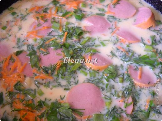 """Готовясь ко Дню рождения макарон http://stranamasterov.ru/node/374242?k=all&u=9321, я закупила различные виды этого прекрасного продукта. 11 сентября непременно готовим блюда из макарон.  Предлагаю приготовить вкусное и оригинальное блюдо: """"Фаршированные макароны"""". Для этого нам понадобятся: """"гигантская ракушка"""" - 200 г, фарш мясной - 200г,  лук - 1шт.  морковь - 1шт.  грибы - 100 г. солЬ, перец - по вкусу,  зелень петрушки, укропа. Для соуса:  сметана - 100 г,  твердый сыр - 100 г. фото 53"""