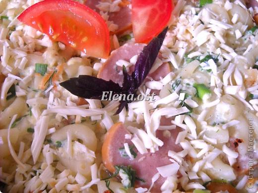 """Готовясь ко Дню рождения макарон http://stranamasterov.ru/node/374242?k=all&u=9321, я закупила различные виды этого прекрасного продукта. 11 сентября непременно готовим блюда из макарон.  Предлагаю приготовить вкусное и оригинальное блюдо: """"Фаршированные макароны"""". Для этого нам понадобятся: """"гигантская ракушка"""" - 200 г, фарш мясной - 200г,  лук - 1шт.  морковь - 1шт.  грибы - 100 г. солЬ, перец - по вкусу,  зелень петрушки, укропа. Для соуса:  сметана - 100 г,  твердый сыр - 100 г. фото 55"""