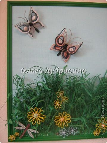 Размер 50 на 70 см. Всё из бисера, кроме травы. Трава - рафия натуральная, выкрашенная в изумрудный цвет. фото 3