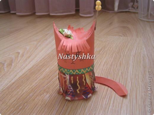 Очень понравилась идея поделок из под рулона туалетной бумаги. Решила сделать кошку индейца. фото 1