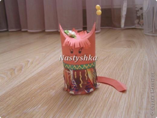 Очень понравилась идея поделок из под рулона туалетной бумаги. Решила сделать кошку индейца. фото 2