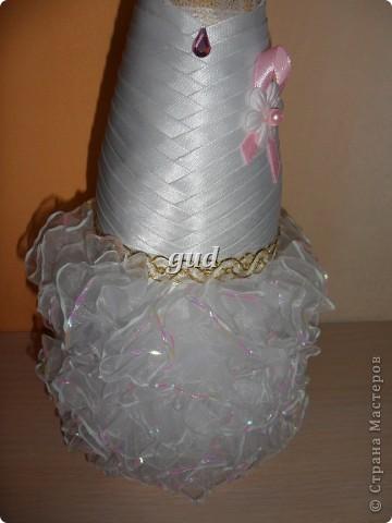 Вот такие свадебные бутылочки можно сделать тем, кто как и я не очень  дружит с шитьем. Все просто, Итак: фото 32