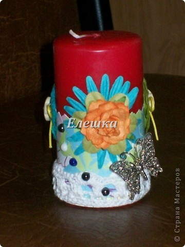 Доброго времени суток! Вот решила показать свои ранние работы... Свечи украшены в стиле скрапбукинг, ленты, скрапбумага, бумажные цветы, стразы и конечно бабочки) фото 2
