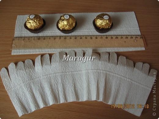 """Мои ромашки. В основе маленькая банка с печеньем """"Tivolli"""" с шоколадной крошкой. Ромашки - """"Ферреро роше"""". фото 6"""