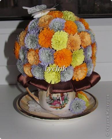 Добрый вечер, дорогие Мастерицы!! Вот решила сделать к кофейному деревцу еще и квиллинговые цветочки и конечно же розы (куда ж я без них!! ;)) ) фото 4