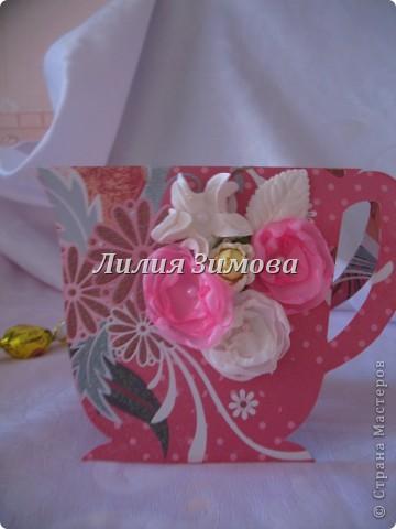 """Родился маленький наборчик """"Чайная церемония""""в подарок для девушки ко дню рождения.Подобный наборчик я уже делала, (http://stranamasterov.ru/node/360685) там только 1 был кусочек тортика, сейчас еще добавила один.Ну это чайничек...сейчас для наглядности положила такой чаек, вечером муж привезет другой чай, тоже в пакетиках, только они цветные с разными вкусами.  фото 6"""