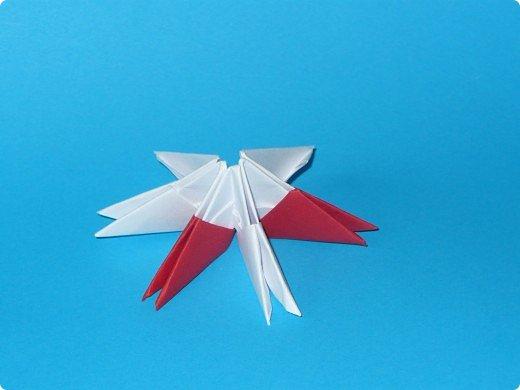 Для одного такого лебедя понадобится: всего 537 модулей. Белых - 362 модуля, красных - 175 модуля (1\16) маленький красный- 1 модуль (1\32) фото 3