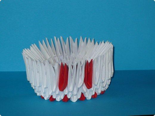 Для одного такого лебедя понадобится: всего 537 модулей. Белых - 362 модуля, красных - 175 модуля (1\16) маленький красный- 1 модуль (1\32) фото 6