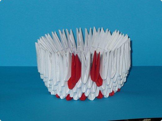 Для одного такого лебедя понадобится: всего 537 модулей. Белых - 362 модуля, красных - 175 модуля (1\16) маленький красный- 1 модуль (1\32) фото 7