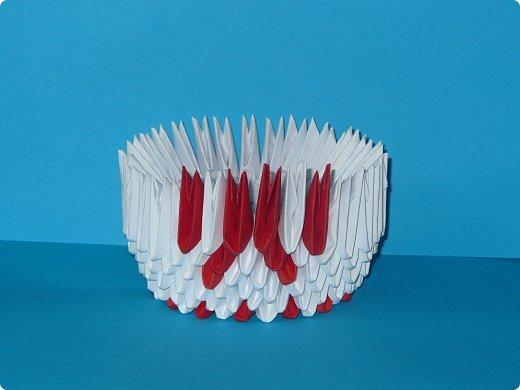 Для одного такого лебедя понадобится: всего 537 модулей. Белых - 362 модуля, красных - 175 модуля (1\16) маленький красный- 1 модуль (1\32) фото 8