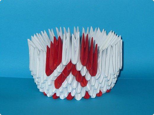 Для одного такого лебедя понадобится: всего 537 модулей. Белых - 362 модуля, красных - 175 модуля (1\16) маленький красный- 1 модуль (1\32) фото 10