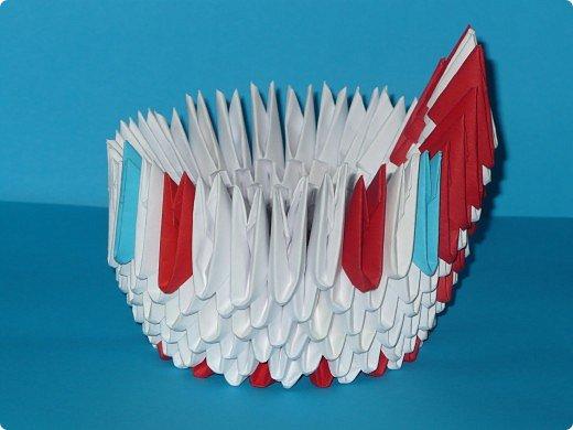 Для одного такого лебедя понадобится: всего 537 модулей. Белых - 362 модуля, красных - 175 модуля (1\16) маленький красный- 1 модуль (1\32) фото 18