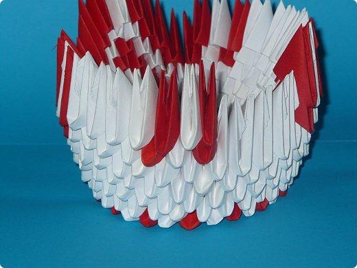Для одного такого лебедя понадобится: всего 537 модулей. Белых - 362 модуля, красных - 175 модуля (1\16) маленький красный- 1 модуль (1\32) фото 19