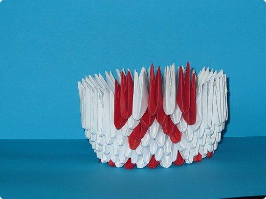 Для одного такого лебедя понадобится: всего 537 модулей. Белых - 362 модуля, красных - 175 модуля (1\16) маленький красный- 1 модуль (1\32) фото 9