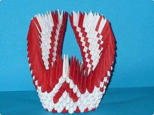 Для одного такого лебедя понадобится: всего 537 модулей. Белых - 362 модуля, красных - 175 модуля (1\16) маленький красный- 1 модуль (1\32) фото 21