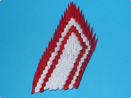 Для одного такого лебедя понадобится: всего 537 модулей. Белых - 362 модуля, красных - 175 модуля (1\16) маленький красный- 1 модуль (1\32) фото 17