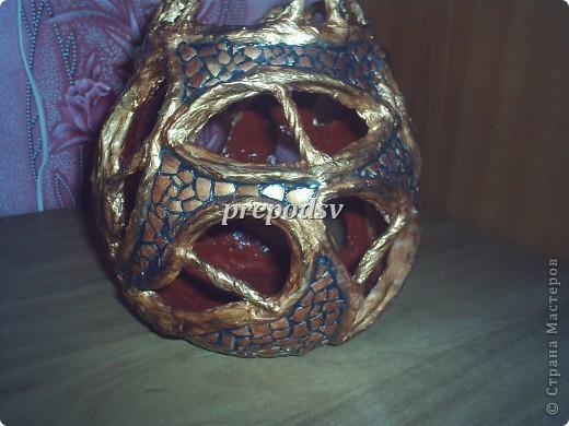 Ваза сделана из газет , за форму взят кусок пластиковой трубы. Шпатлевка, яичное кракле, салфетка, белый контур для стекла. фото 16