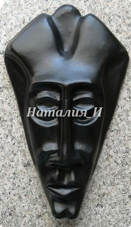 """И еще одна маска, сделанная совместно с мужем: он сделал основу из папье-маше, а я """"доводила до ума"""" - шпаклевала, выравнивала, расписывала. Эта маска продана (уехала в Красноярск). остались только фотки и воспоминания. фото 3"""