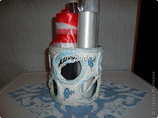 Ваза сделана из газет , за форму взят кусок пластиковой трубы. Шпатлевка, яичное кракле, салфетка, белый контур для стекла. фото 20