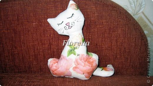 """Этот котик уедет в подарок моему дорогому брату в Тайланд,шился специально для него ,т.к. бар брата называется """"Orange  kat""""(Оранжевый кот"""").Пусть будет его талисманом,приносящим удачу:) фото 3"""
