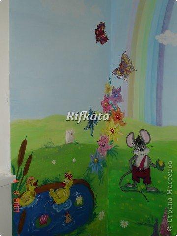 Детская игоровая комната - расписывала акриловыми красками (под заказ), идеи и картинки брала из разных детских книжек фото 3