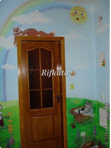 Детская игоровая комната - расписывала акриловыми красками (под заказ), идеи и картинки брала из разных детских книжек фото 2