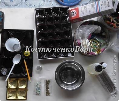Эпоксидный клей можно назвать волшебным. Используется он по разному и примеров в нашей стране много http://stranamasterov.ru/node/245781?c=favorite,  http://stranamasterov.ru/node/273054?c=favorite. И мне захотелось пополнить копилочку знаний. Дело в том, что для этих сердец я использовала формочки для конфет (в коробках)  фото 2