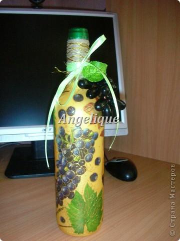 Привет жителям СМ!  Эту бутылочку оформила на День рождения мужчине. Ему понравился подарок. Она входит в пятерочку первых бутылок. Вроде бы неплохо получилось.... фото 1