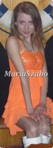 Веселенькое платьице в цвете оранж. Верхний слой платья - шифон, нижний атлас. Лиф вышит пайтеками. фото 1