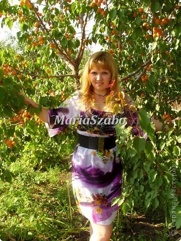 Вот такое платье на лето я сшила своей подруге. Ткань цветастый шифон, подклад  из однотонного шифона. Фасон- платье-крестьянка, чуть расклешенный рукав 3/4. Юбка прямого покроя с выточками. Добавили поясок для законченности образа.