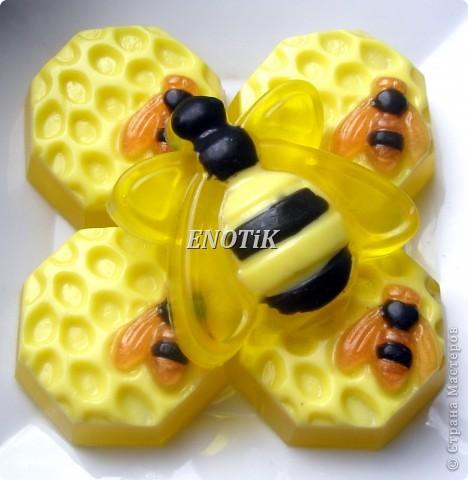 В составе  акациевый мед   Акациевый мед улучшает состояние кожи и омолаживает ее. фото 2