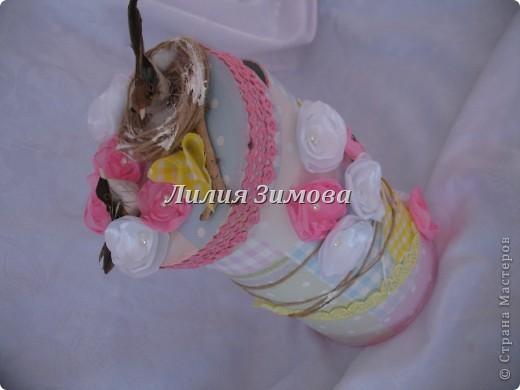Всем здравствуйте!Вот сделала шкатулочку на день рождение родственнице.Это крышечка....Тут в гнездышке 2 птички, веточка дерева, цветочки.. фото 4