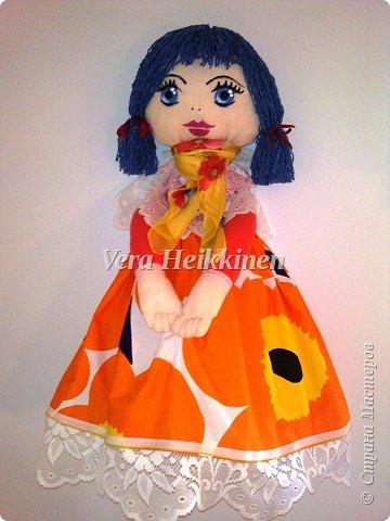 Кукла-пакетница.  Куколка получилась большая,высота 76 см. Выполнена из тканина х/б.Лицо рисовала акриловыми красками.Волосы-нитки(вискоза). В нее поместилось огромное количество пакетов. фото 1